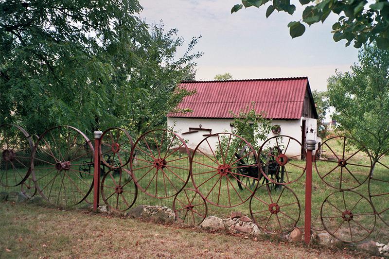 "In Wierzbice near Wrocław, some fences are placed ""roundly"""